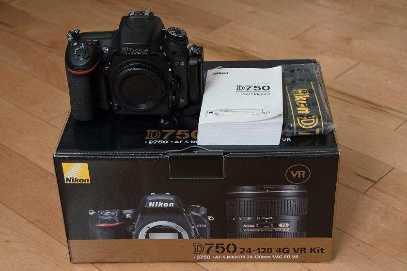 D750i.jpg