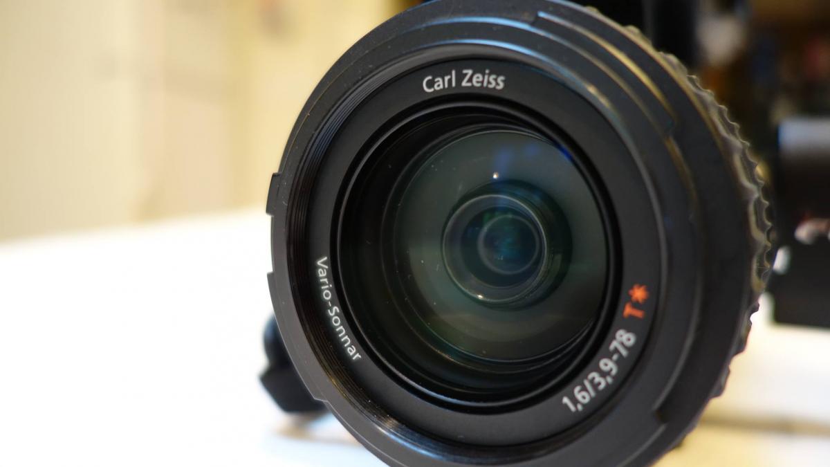 Sony_HVR-V1U_Lens_view2.jpg