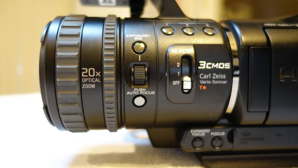 Sony_HVR-V1U_Lens.jpg