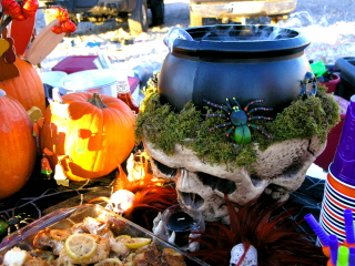 SCARY_SCUBA_CARVE_2006___BUBBLING_CAULDRON_PUNCH_BOWL_webshot_1.jpg