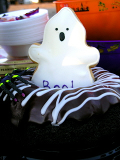 SCARY_SCUBA_CARVE_2006__CUTE_GHOST_BUNDT_CAKE_webshot_1.jpg