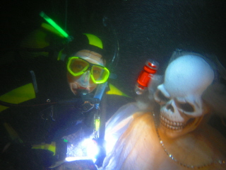 SCARY_SCUBA_CARVE_2006___MARY___BONES_webshot_1.jpg