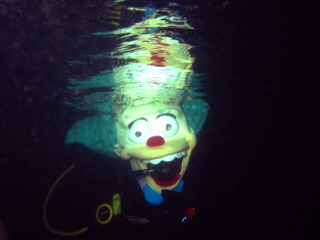 SCARY_SCUBA_CARVE_2006___KRUSTY_THE_CLOWN_UNDERWATER_webshot_1.jpg