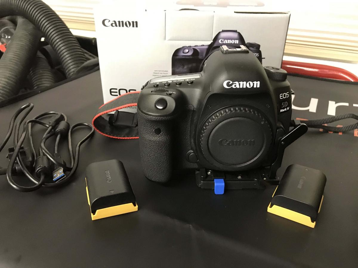 5D Mark IV Front copy.jpg