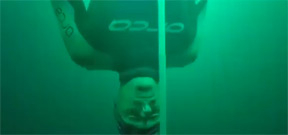 Freediver William Trubridge breaks 102m world record Photo