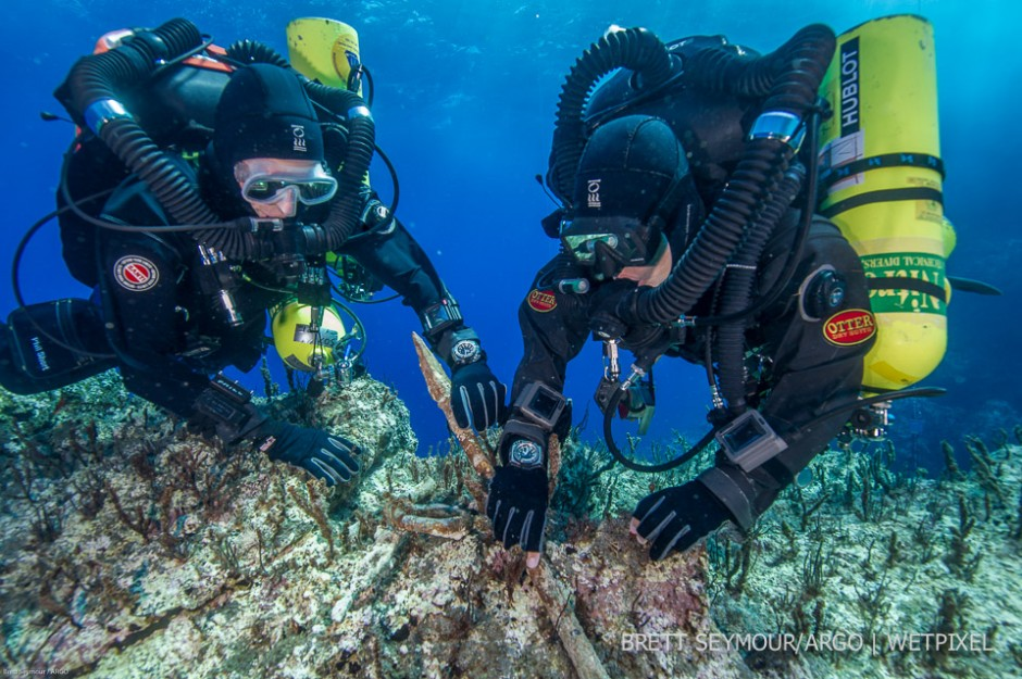 Technical divers Phil Short and Alexandros Sotiriou examine the bronze spear while on decompression.