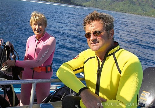 Douglas Seifert and Valerie Taylor in French Polynesia (photo: Eric Cheng)