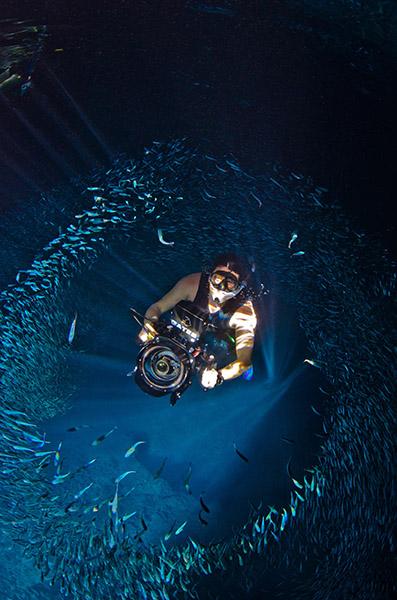 подводный видеооператор Джон Шоу (Jon Shaw) приглашает на однодневный семинар по основам видеосъемки под водой