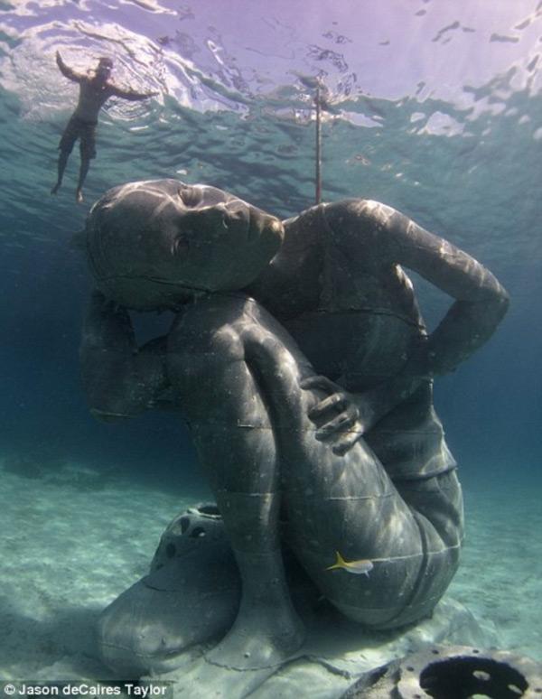 Джейсон Тейлор представляет новую подводную скульптуру на Багамах